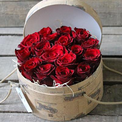 замовити 15 червоних троянд в коробці