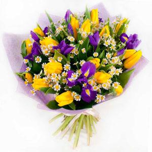 """замовити Букет з жовтими тюльпанами і ірисами """"Посмішка"""""""