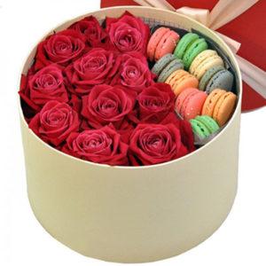 """замовити Троянди з макарунами в коробці """"Для тебе"""""""